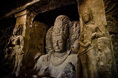 מערות הפסלים באי אלפנטה