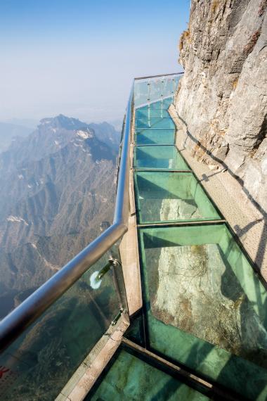 גשר הזכוכית הארוך והגבוה ביותר בעולם - ז'אנגג'יאג'י